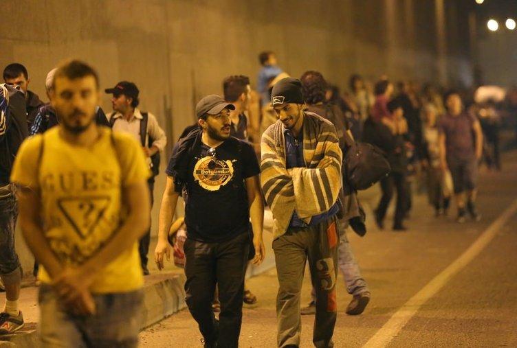 Sığınmacılar Edirne'ye yürüyor