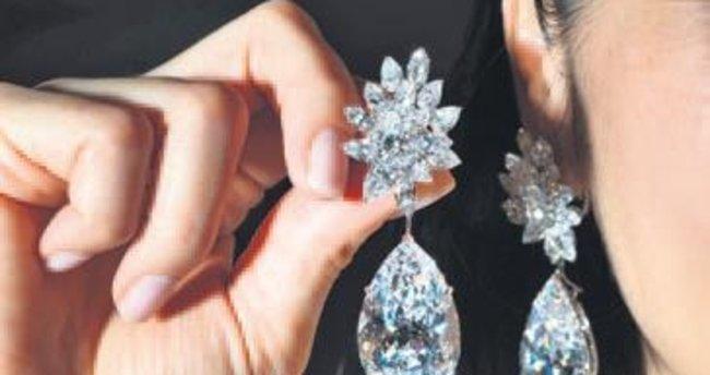 Bir çift elmas küpe 58 milyon liraya gitti