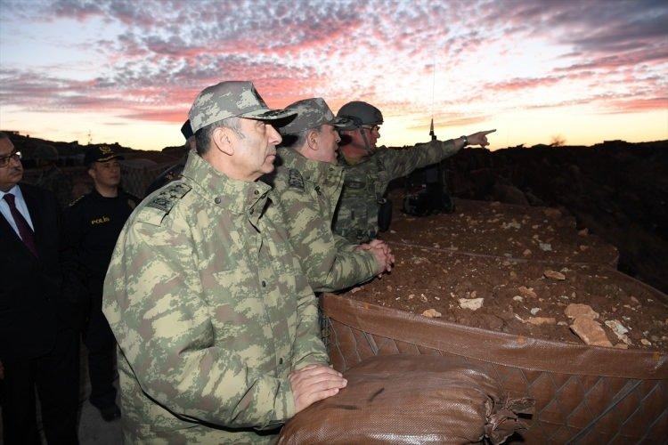 Orgeneral Akar, sınır birliklerini inceledi