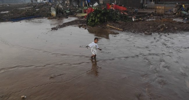 Endonezya'da sel 20 can aldı
