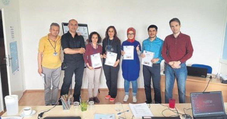 Lise öğretmenleri sertifikalarını aldı