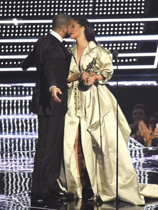Rihanna ile Drake ayrıldı
