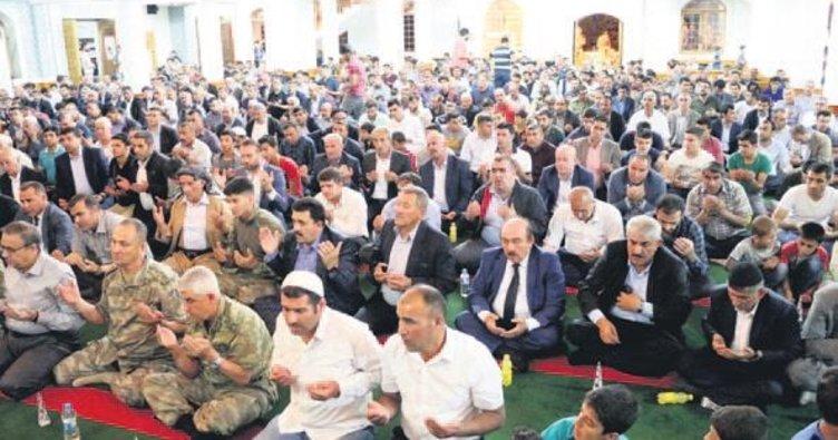 Şırnak'ta dualar şehitler için edildi