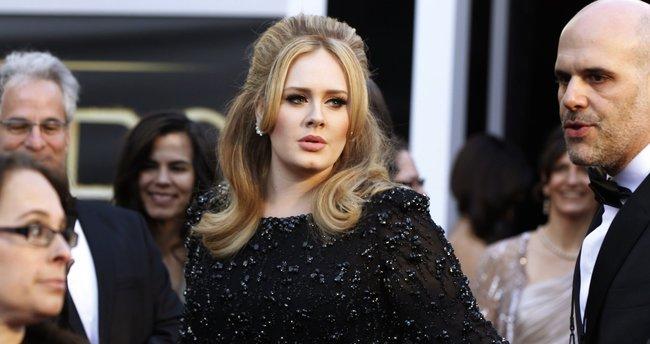 Şarkıcı Adele çocuğunun babasıyla evleniyor!