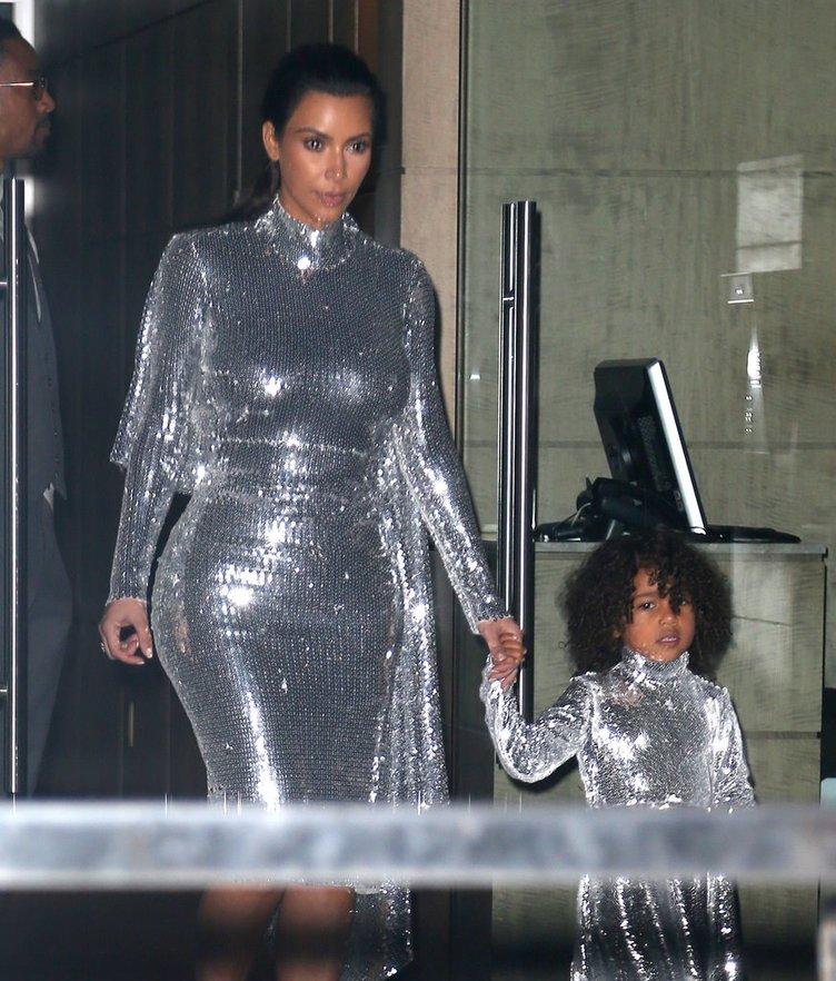 Kim Kardashian kızı North West'i de kendisine benzetti