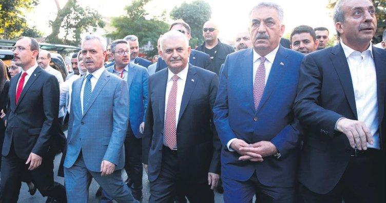 Gazi Çengelköy'de gazilerle yürüdü