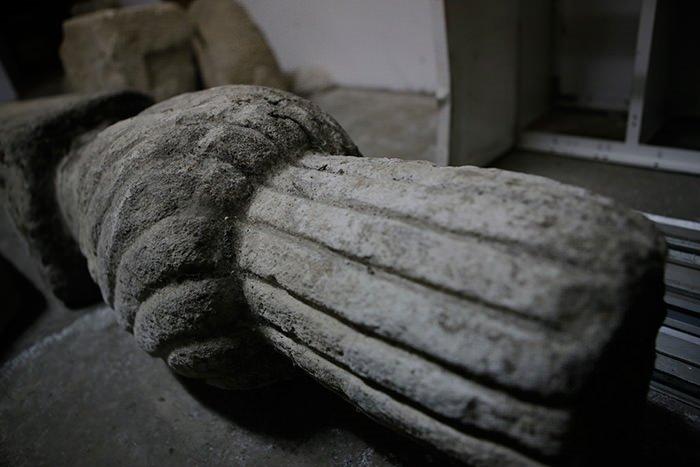 Manastırda muhafaza edilen Osmanlı mezar taşı