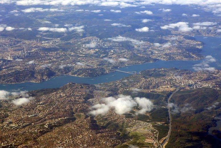 Bulutlar altında İstanbul Boğazı