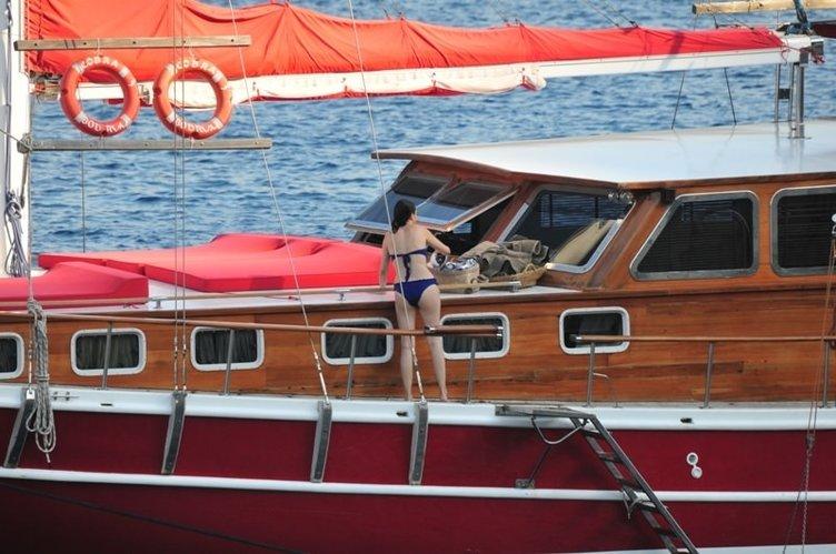 Özgü Namal'ın tekne sefası