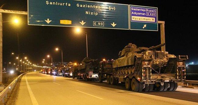 Sınıra tank ve zırhlı araç sevkiyatı devam ediyor