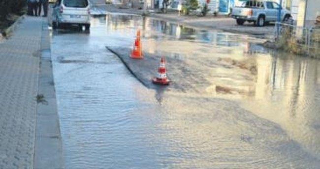 Su borusu patlayınca Çubuk yolları dereye döndü