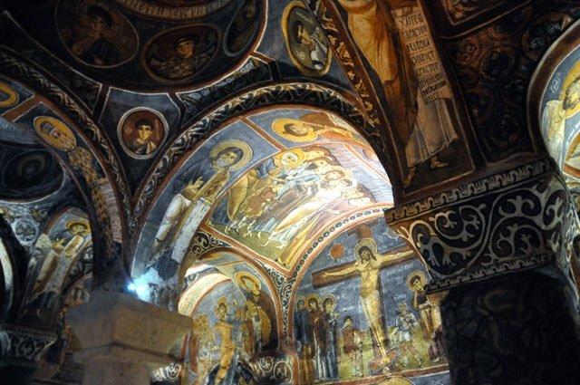 Bin yıllık freskler büyülüyor