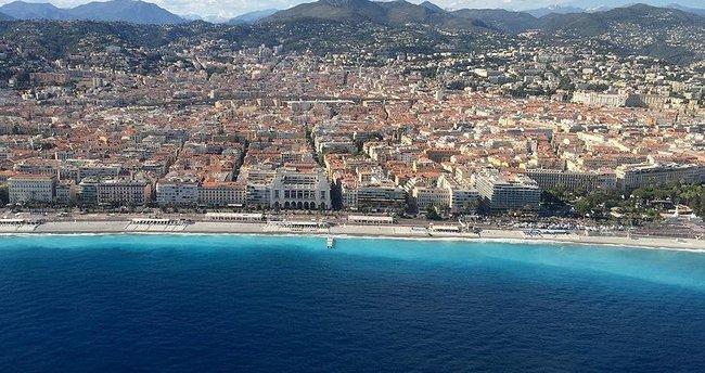 Nice'de cami önüne domuz başı bırakıldı