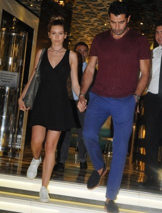 Kenan İmirzalıoğlu ve Sinem Kobal valeye ücreti ödemeden mekandan ayrıldı