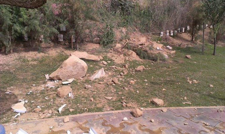 Çay bahçesinin üzerine kaya parçaları düştü