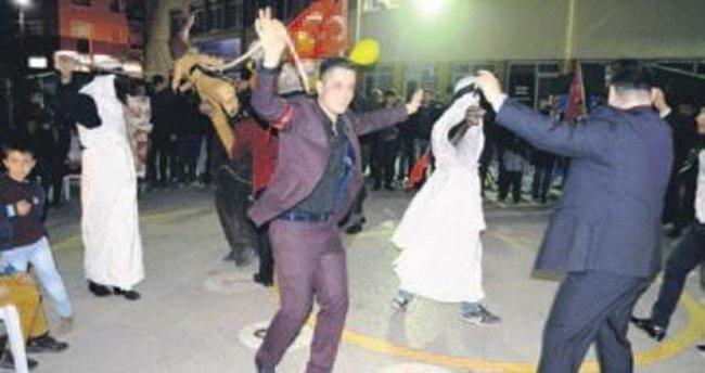 Düğünlerde 'deve oyunu' geleneği