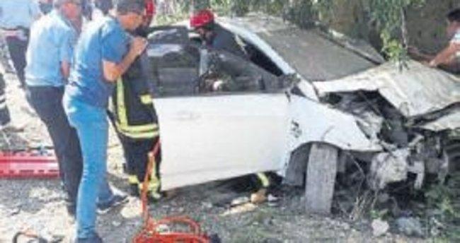 Otomobil ağaca çarptı: 2 ölü