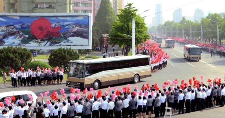Kuzey Kore'de çıldırdı! Füze ürettikleri için kutlama yaptılar