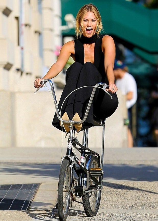 Karlie Klos'dan bisiklet şov