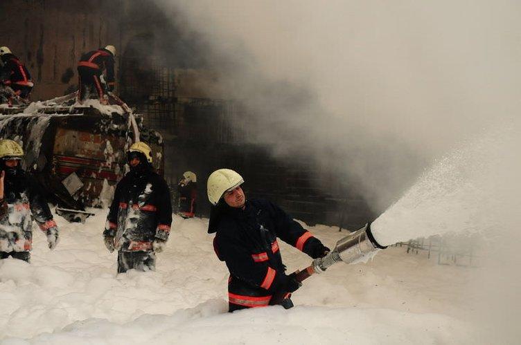İstanbul'da kimyasal yüklü tanker patladı
