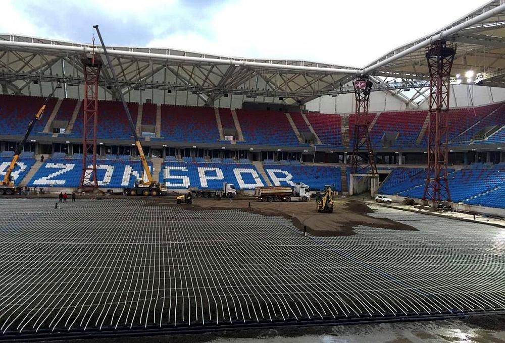 Akyazı Stadı'nda çatı bölümü tamamlandı