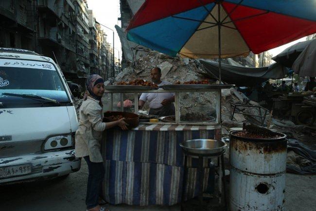 Harabeye dönen Halep'te Ramazan sevinci