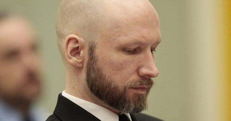 77 kişiyi öldüren ırkçı Breivik adını değiştirdi