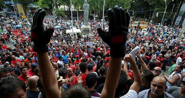 Brezilya'da devlet memurları meclisi bastı