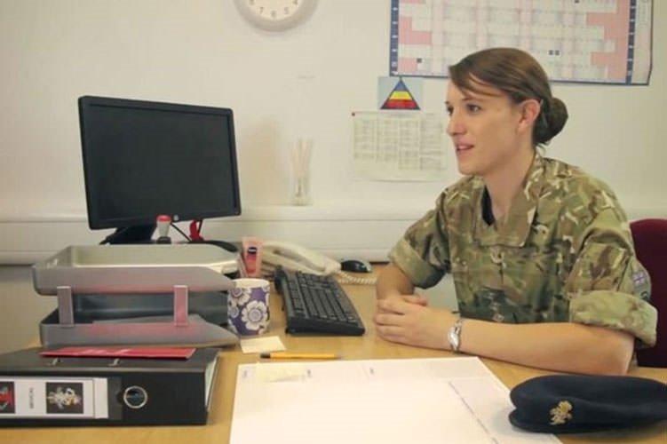 Ordudayken cinsiyet değiştirdi