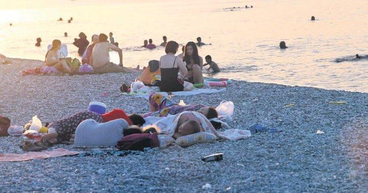 Antalyalılar sahilde sabahladı Adana'da sıcaklık rekoru kırıldı