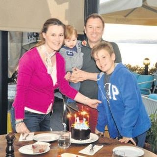 Ailece doğum günü kutlaması