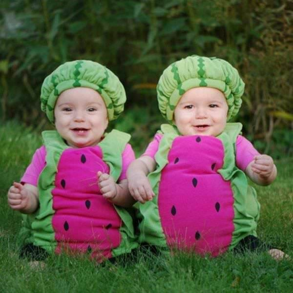 Sevimli çocukların kış kostümleri