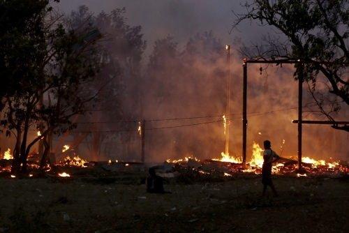 3 Müslüman köyü ateşe verildi
