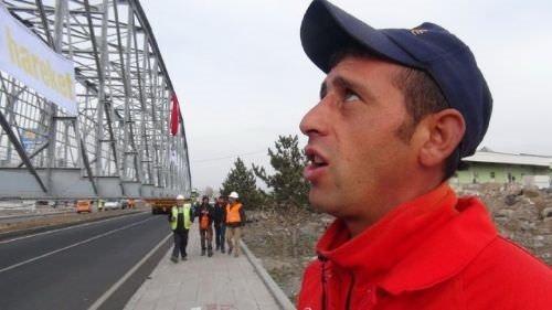 Tarihi köprü TIR üstünde taşındı