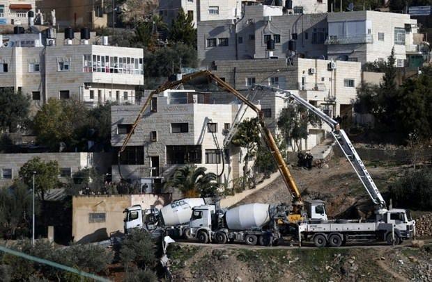 İsrail bir Filistinlinin evine beton doldurdu