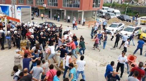 Hopa'da İHH'nın iftar tırına çirkin saldırı