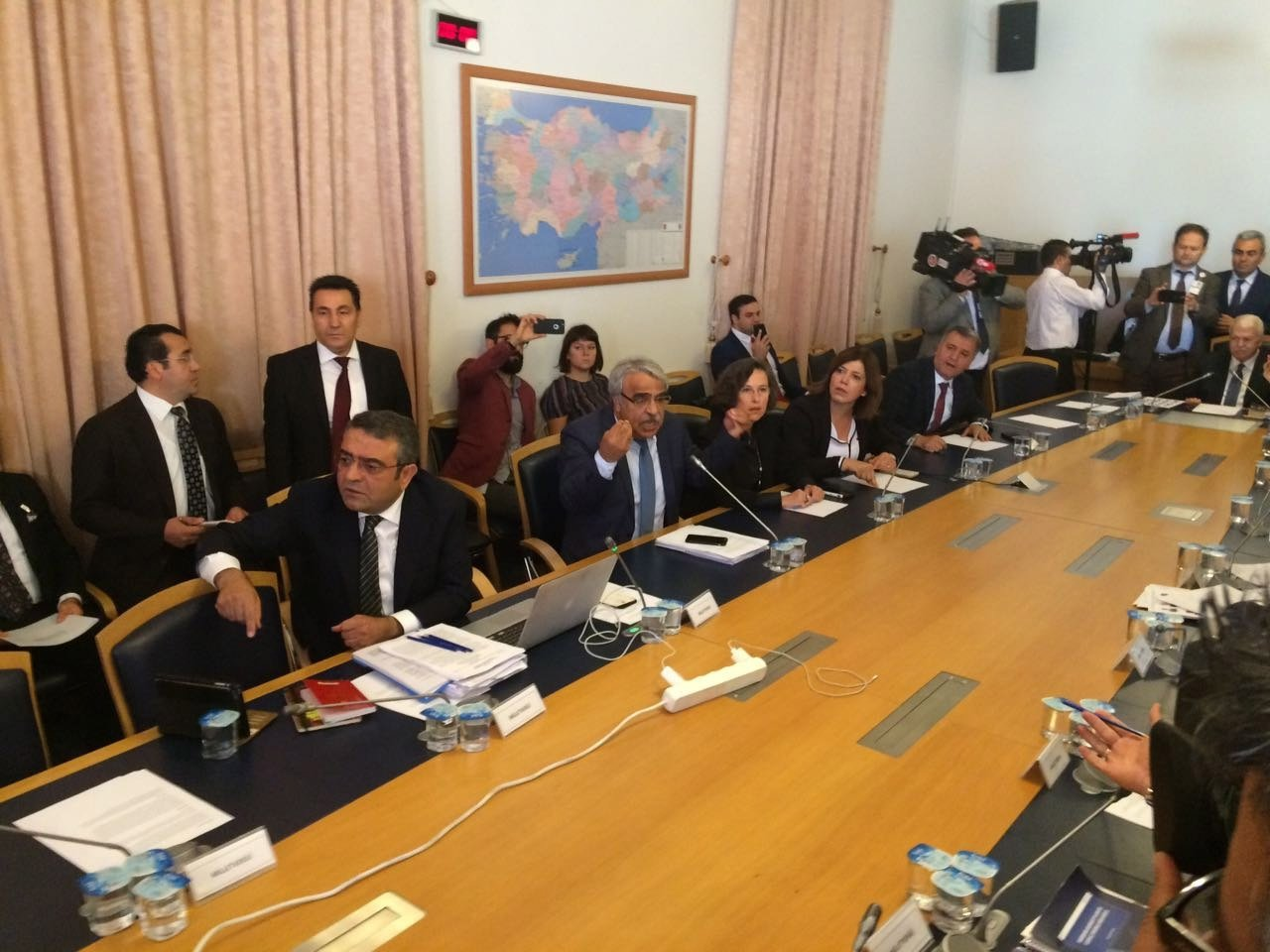 HDP'li vekiller darbe komisyonunu karıştırdılar!