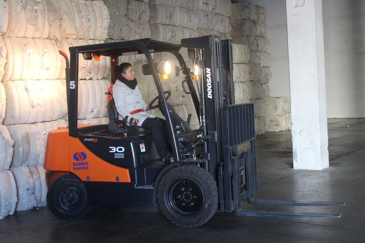 Forkliftin kadın operatörleri