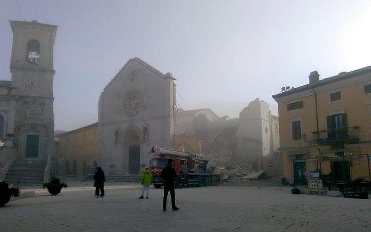 İtalya'da 6,5 büyüklüğünde deprem yıkıcı etki yaptı!