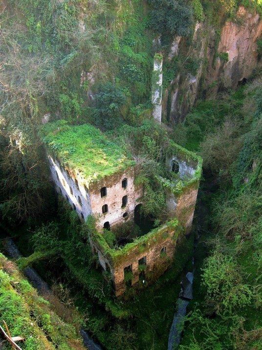 Terk edilmiş en güzel 33 yer