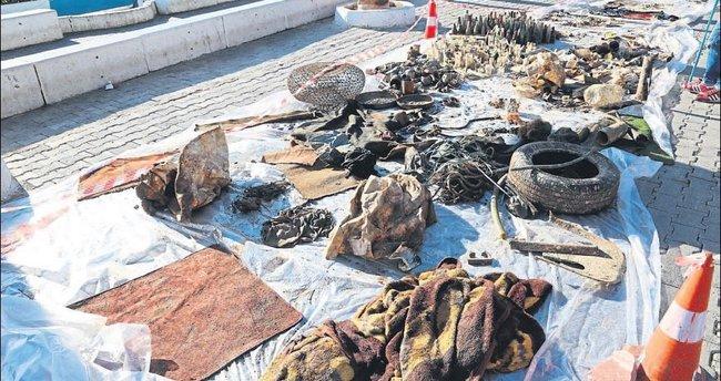Kaş Limanı'nda temizlik yapıldı