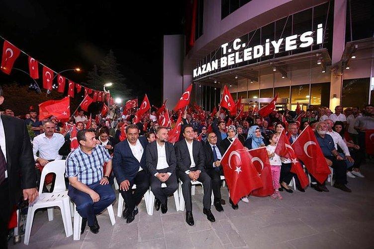 Türkiye demokrasi nöbetine devam ediyor