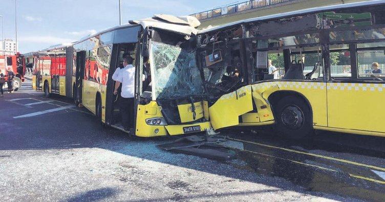 Metrobüsler kafa kafaya çarpıştı 32 yaralı