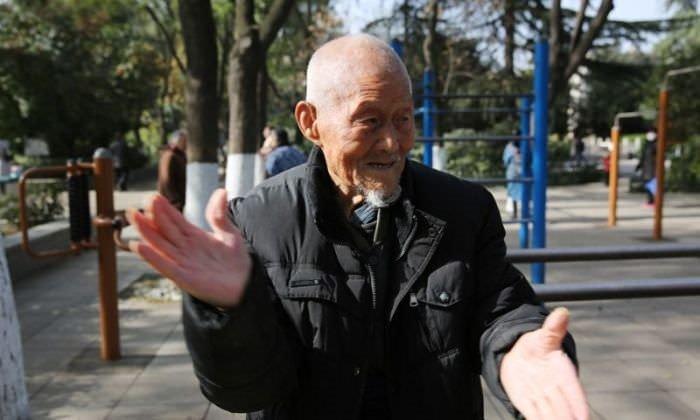 101 yaşında her gün spor yapıyor  .