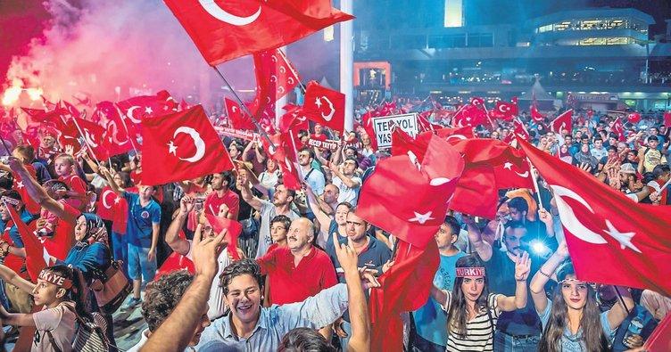 Demokrasi nöbetine Batı Akdeniz selamı