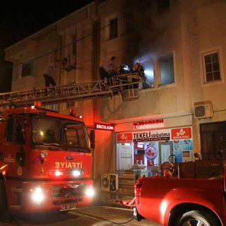 Fethiye'de yangın evi kullanımaz hale getirdi
