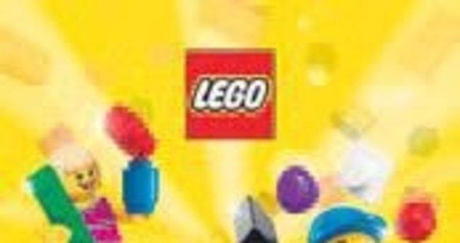 Çocuklar Lego'yla eğleniyor
