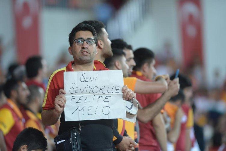 Galatasaray-Fenerbahçe maçı tribünlerden kareler