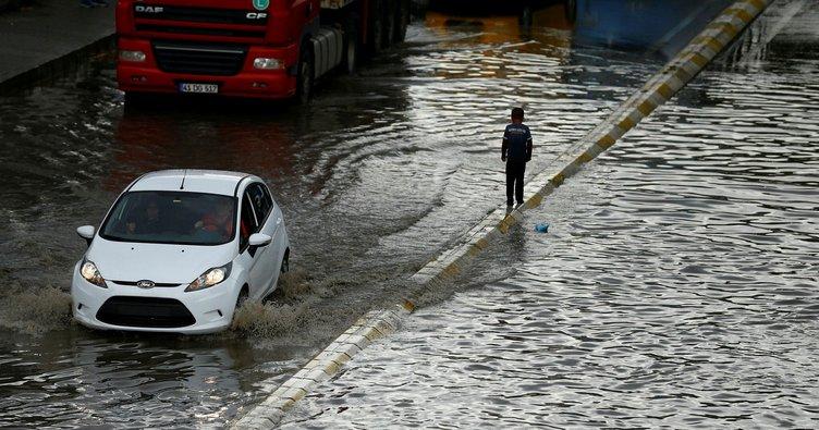 Araç sahipleri dikkat! Sel nedeniyle aracınız...