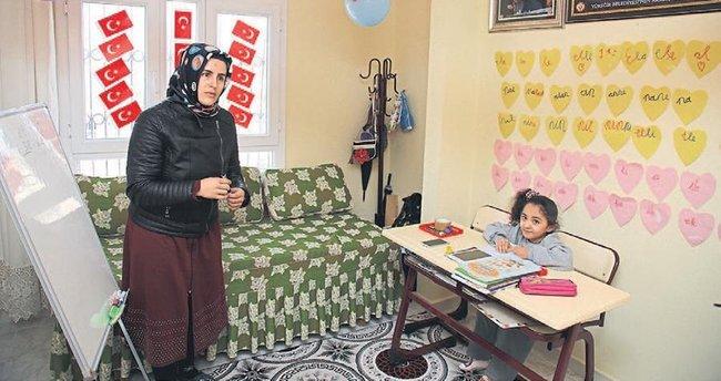 Cam kemik hastası Seher evde okuyor